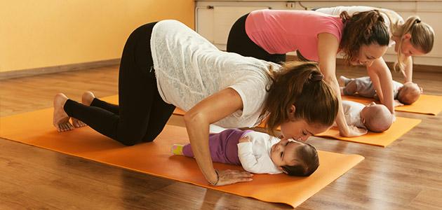 Rückbildungs-Yoga mit Baby